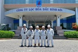 Bảo hộ lao động cho khách tham quan Nhà máy lọc dầu Dung Quất
